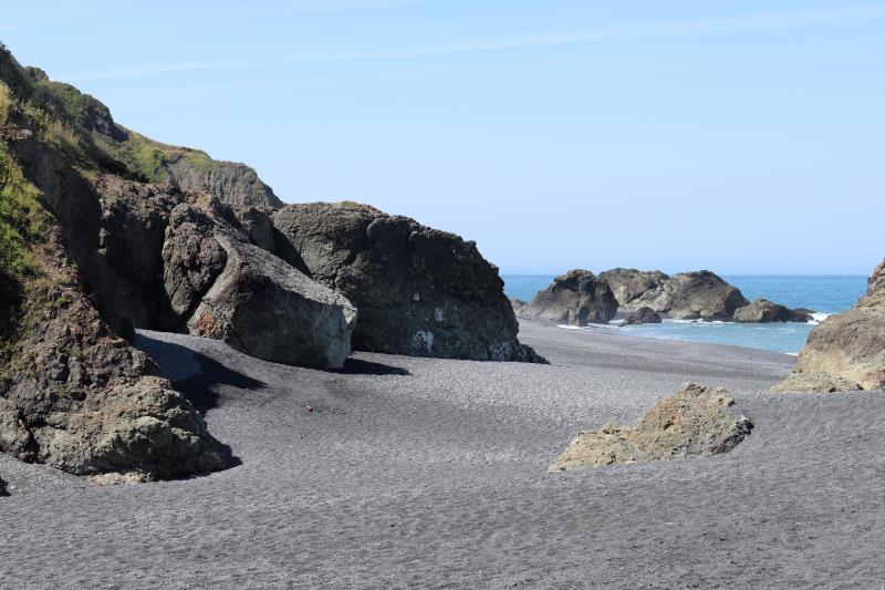 Rocks at end of north section of Lost Coast Trail at Black Sands Beach